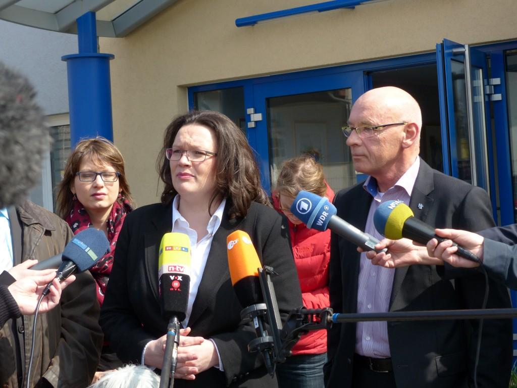 Bundesarbeitsministerin Andrea Nahles und Günter Herrmann (Herrmann & Tallig) im gemeinsamen Pressegespräch zum Thema Mindestlohn (Foto: Lenore Dietsch)